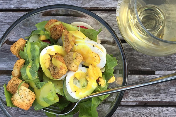 medford-farmers-market-salad-wine